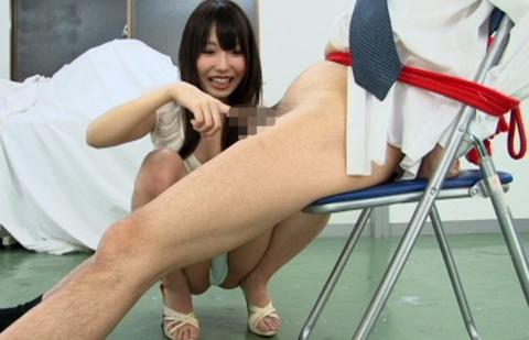 【エロ画像】包茎のDTくんが女に弄ばれる時はこうされますwwwwww・8枚目