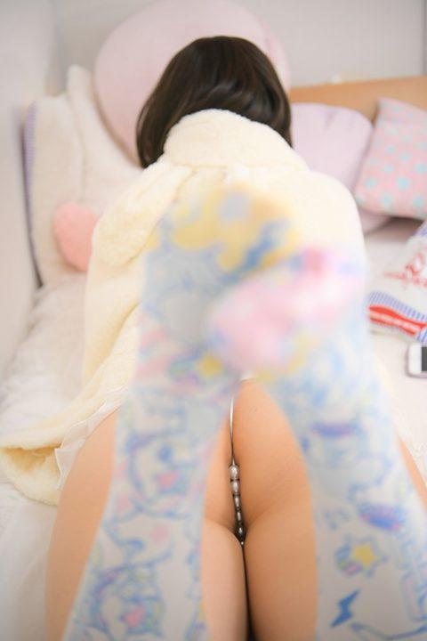 【エロ下着】玉パンとかいう穴に入りそうなパンツ穿いた女さんwwwwwww・8枚目