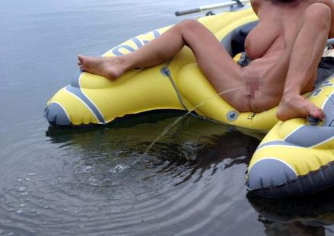 """【ビーチ】広大な海で""""放尿""""してる女さん。。全部見えてるんやけど・・・・8枚目"""