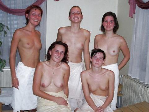 【エロ画像】世界の裸族女子さん、記念撮影して流出してしまうwwwwww