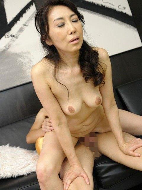 【エッチ画像】だらしない体した豊満熟女の放漫なセックス画像集(76枚)・1枚目