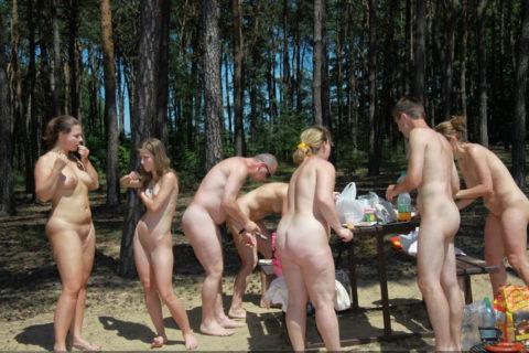 【エロ画像】世界の裸族女子さん、記念撮影して流出してしまうwwwwww・10枚目