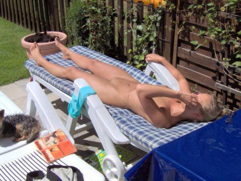 【エロ画像】世界の裸族女子さん、記念撮影して流出してしまうwwwwww・12枚目