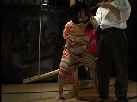【エロ画像】外国人に絶大な人気な「和装緊縛」とかいうプレイ・・・・・12枚目