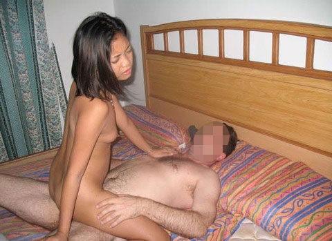 【エロ画像】バンコクの「ゴーゴーバー」で持ち帰った女がこれです。・13枚目