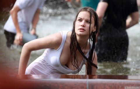 ロシアで女子の乳首が見放題の祭りがあるって知ってる?考えたヤツ神やわwwwww(エロ画像)・15枚目