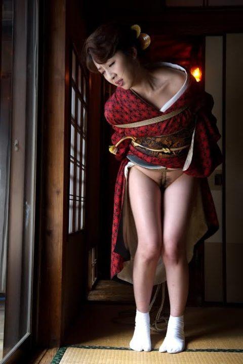 【エロ画像】外国人に絶大な人気な「和装緊縛」とかいうプレイ・・・・・15枚目