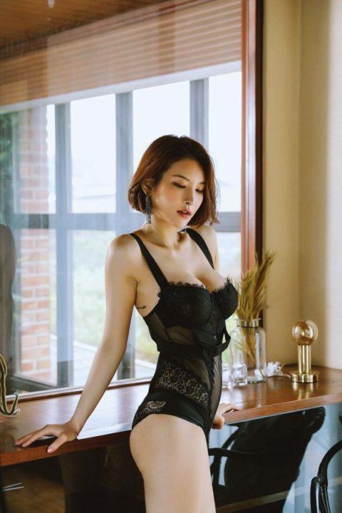 海外の下着モデルさん、乳首を晒すのはデフォルトのようです。。(35枚)・18枚目
