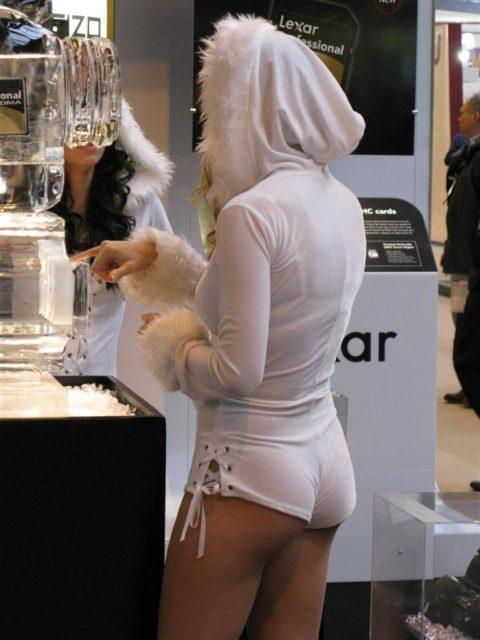 ホットパンツ穿いてるプリケツ女の尻が半分出てるんだけどwwwwwwwww(画像あり)・17枚目