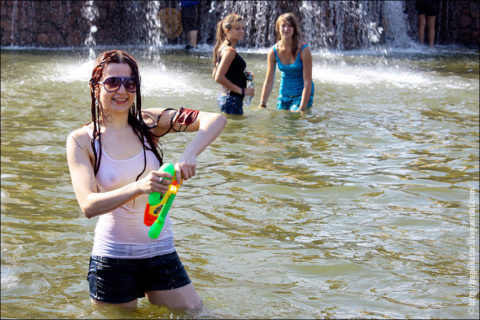 ロシアで女子の乳首が見放題の祭りがあるって知ってる?考えたヤツ神やわwwwww(エロ画像)・18枚目