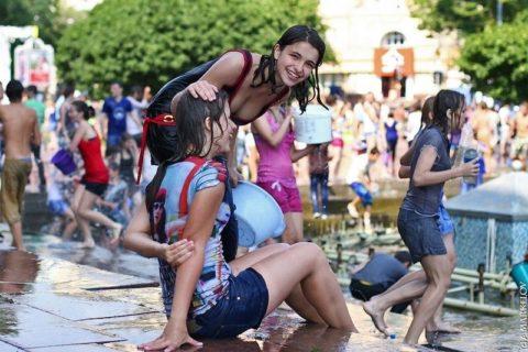 ロシアで女子の乳首が見放題の祭りがあるって知ってる?考えたヤツ神やわwwwww(エロ画像)・19枚目