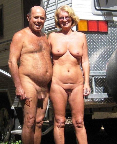 【エロ画像】世界の裸族女子さん、記念撮影して流出してしまうwwwwww・2枚目