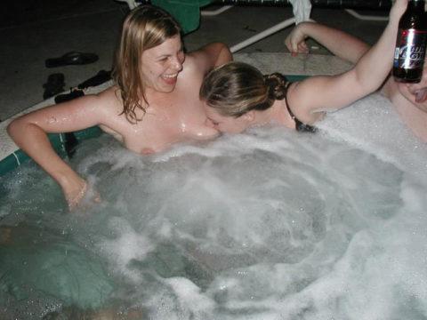 【風呂】素人まんさん、お風呂で悪ノリ。。これはヒドいわぁwwwww・2枚目