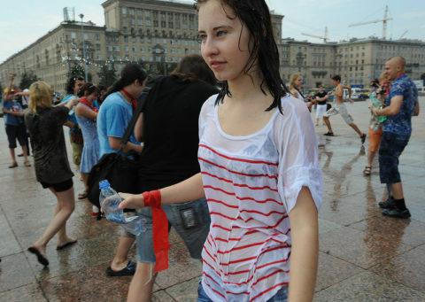 ロシアで女子の乳首が見放題の祭りがあるって知ってる?考えたヤツ神やわwwwww(エロ画像)・20枚目