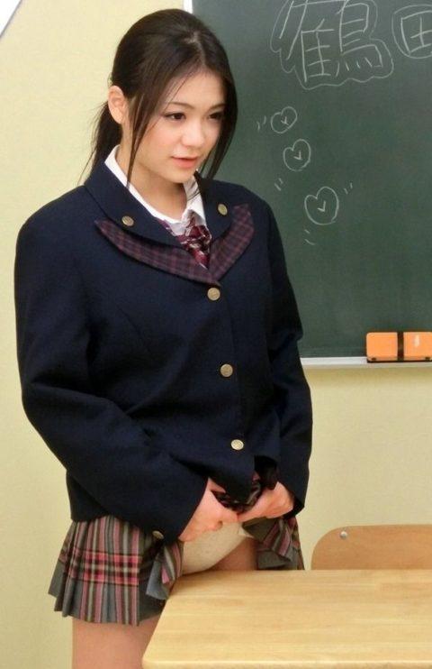 【露出エロ】バレないように学校内で露出を撮影する女の子たちがコチラwwwww(64枚)・20枚目