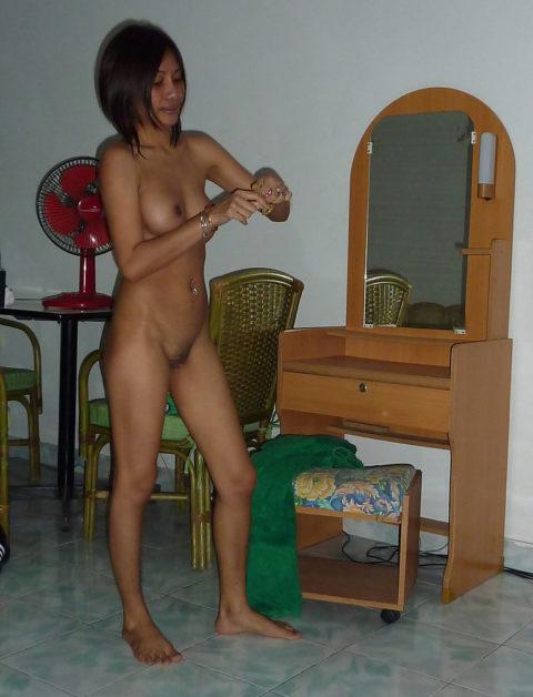 【エロ画像】バンコクの「ゴーゴーバー」で持ち帰った女がこれです。・21枚目