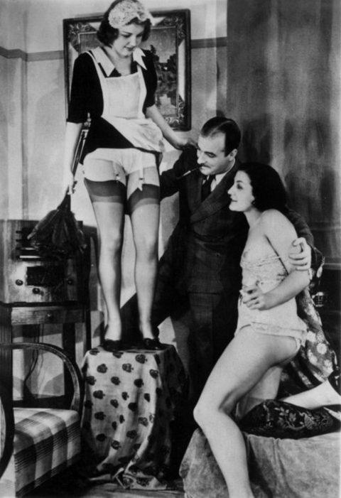 【海外エロ】昔の白黒写真の全裸女性たち、、マン毛が剛毛すぎるんやがwwwwww・10枚目