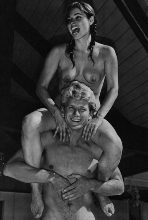 【海外エロ】昔の白黒写真の全裸女性たち、、マン毛が剛毛すぎるんやがwwwwww・22枚目