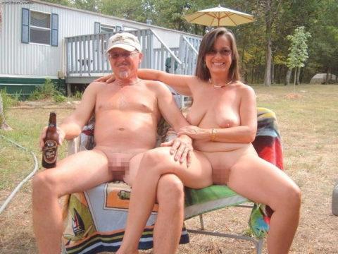 【エロ画像】世界の裸族女子さん、記念撮影して流出してしまうwwwwww・3枚目