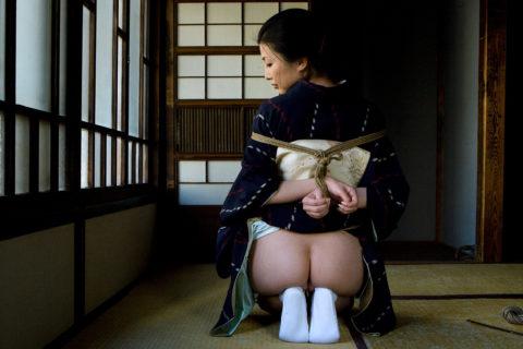 【エロ画像】外国人に絶大な人気な「和装緊縛」とかいうプレイ・・・・・4枚目