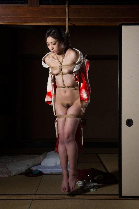 【エロ画像】外国人に絶大な人気な「和装緊縛」とかいうプレイ・・・・・5枚目