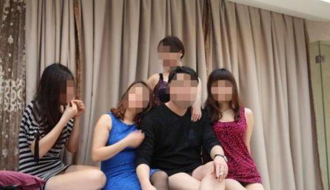 【エロ画像】中国の勝ち組大富豪さん、女を爆買いしてハーレムをヤッちゃうwwwwww・10枚目