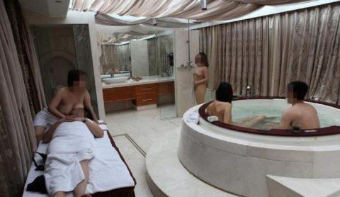【エロ画像】中国の勝ち組大富豪さん、女を爆買いしてハーレムをヤッちゃうwwwwww・16枚目