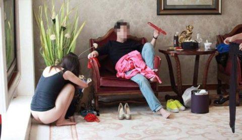 【エロ画像】中国の勝ち組大富豪さん、女を爆買いしてハーレムをヤッちゃうwwwwww・8枚目