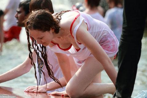 ロシアで女子の乳首が見放題の祭りがあるって知ってる?考えたヤツ神やわwwwww(エロ画像)・7枚目