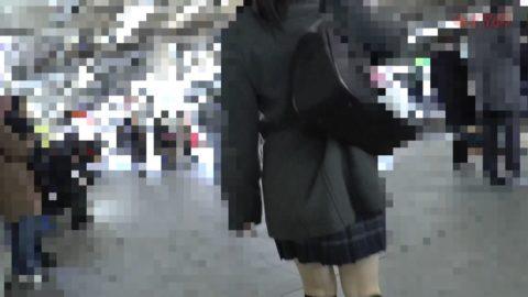 【ガチ盗撮】女子学生さん、駅構内で盗撮されトイレで顔射される問題映像・・・・4枚目