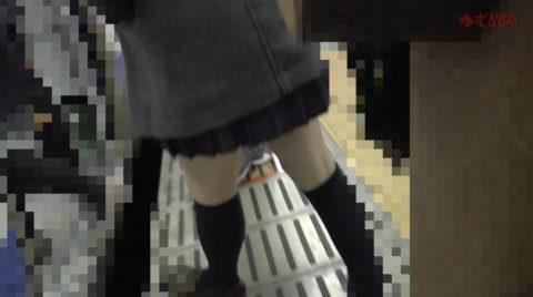 【ガチ盗撮】女子学生さん、駅構内で盗撮されトイレで顔射される問題映像・・・・9枚目