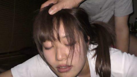 【動画】飲まされたJDさん友達と昏睡レイプされ撮影される。。・31枚目