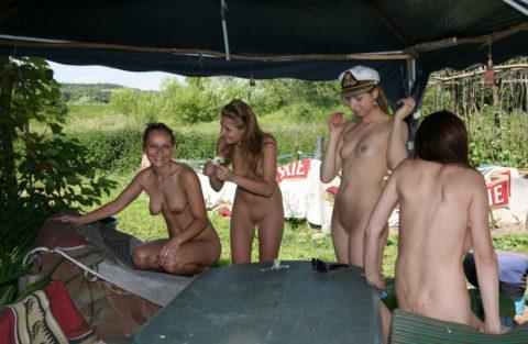 【エロ画像】世界の裸族女子さん、記念撮影して流出してしまうwwwwww・9枚目