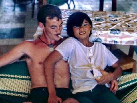 ベトナムの売春婦。。軍御用達らしいけど明らかに若すぎる・・・(エロ画像)・1枚目