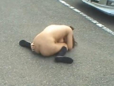 レイプされた女さんガチで道端にポイッとされてる・・・・・(画像あり)