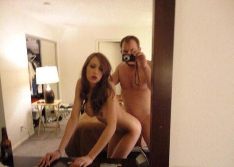【素人エロ】ラブホの鏡で撮影した素人女子のエロ画像まとめ(26枚)・11枚目