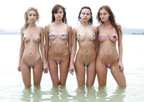 【ビーチ】美女が斬新すぎる水着で海に現れたwwこれは勃起不可避やわwwww・8枚目