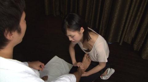 【胸チラ】前屈みになった女さん、ガッツリ撮影されて晒されるwwwwww・17枚目