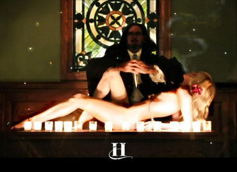 【エロ画像】古の生贄儀式を行った結果。全裸の必要あるんか?wwwww・21枚目