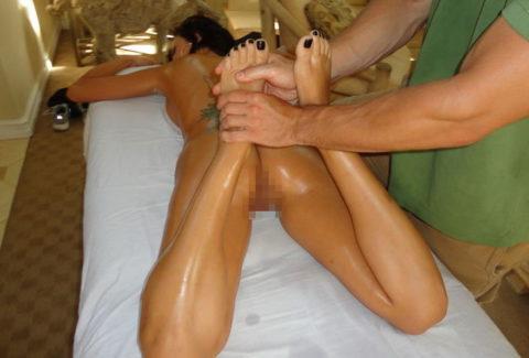 【エロ画像】全裸必須の本場のマッサージ。もう勃起しかしないwwwwwww・22枚目