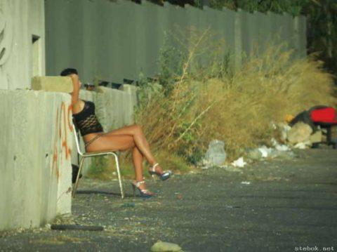 【売春婦】日本ではありえない女の誘い方がこちら。これは引っかかるわwwwww・18枚目