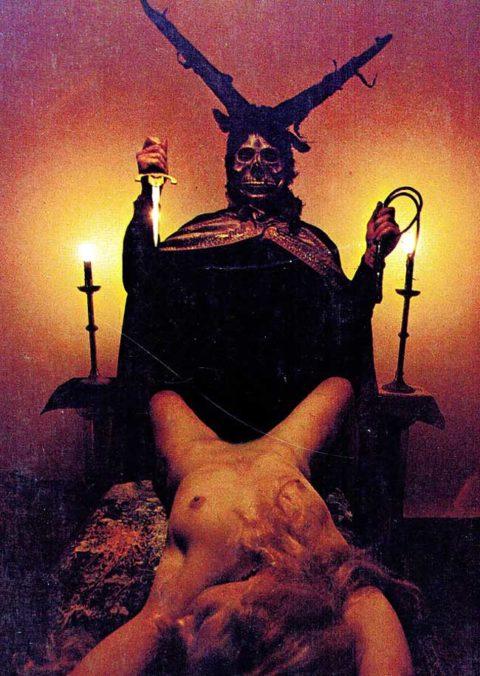 【エロ画像】古の生贄儀式を行った結果。全裸の必要あるんか?wwwww・26枚目