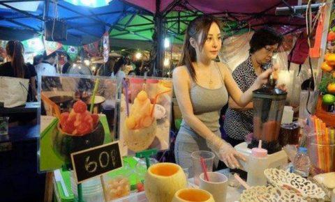 【おっぱい】台湾の屋台店員さん、品物より身体で集客するwwwwww・26枚目
