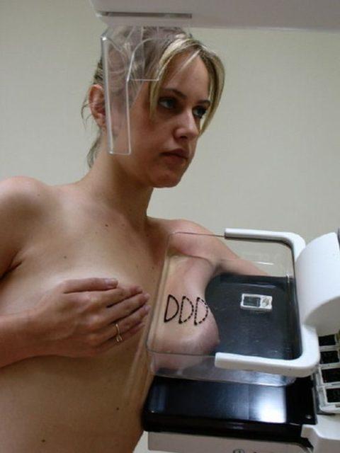 身体測定(海外版)の光景。。医者「こういう検査ですよぉ」って感じがヤバイwwwww・27枚目