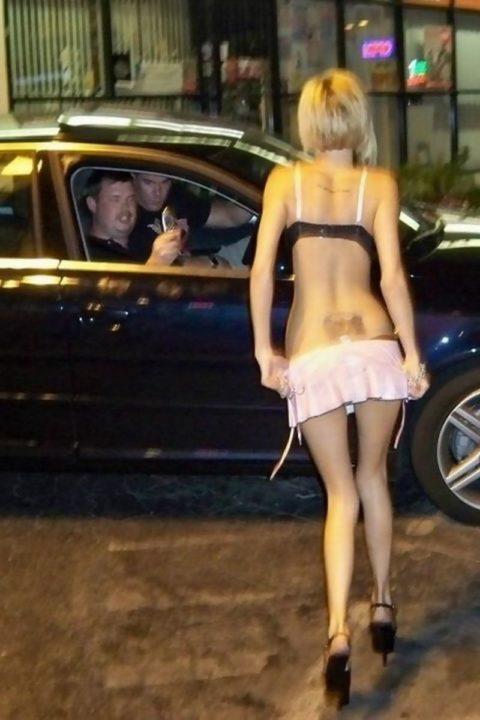 【売春婦】日本ではありえない女の誘い方がこちら。これは引っかかるわwwwww・25枚目