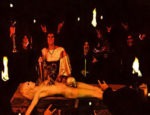 【エロ画像】古の生贄儀式を行った結果。全裸の必要あるんか?wwwww・32枚目
