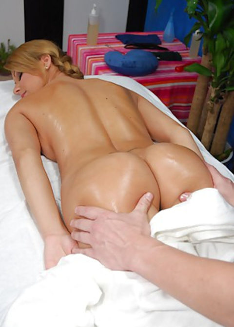 【エロ画像】全裸必須の本場のマッサージ。もう勃起しかしないwwwwwww・33枚目