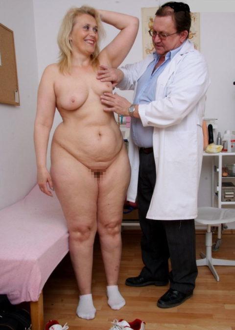 身体測定(海外版)の光景。。医者「こういう検査ですよぉ」って感じがヤバイwwwww・34枚目