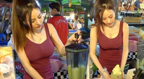 【おっぱい】台湾の屋台店員さん、品物より身体で集客するwwwwww・4枚目