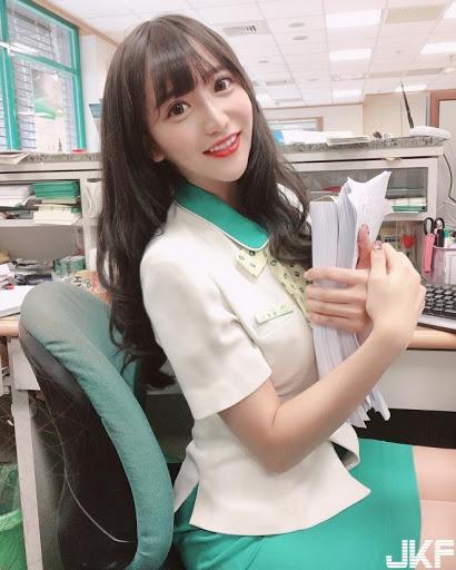 【素人エロ】台湾のOLさん、服を着ててもエッチすぎないか?wwwwww・1枚目